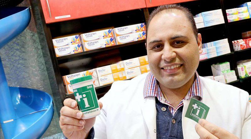 Jawdat Alramadan bietet die Notfalldose in der Biber-Apotheke in den Clemens-Galerien an.