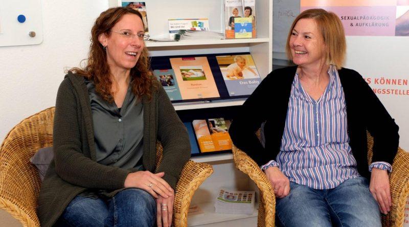 Carmen Manstein (l.), Leiterin von Pro Familia Remscheid, und Kerstin Hohs, Diplom-Psychologin und Familientherapeutin.